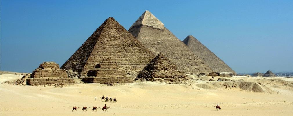 Cammelli e piramidi
