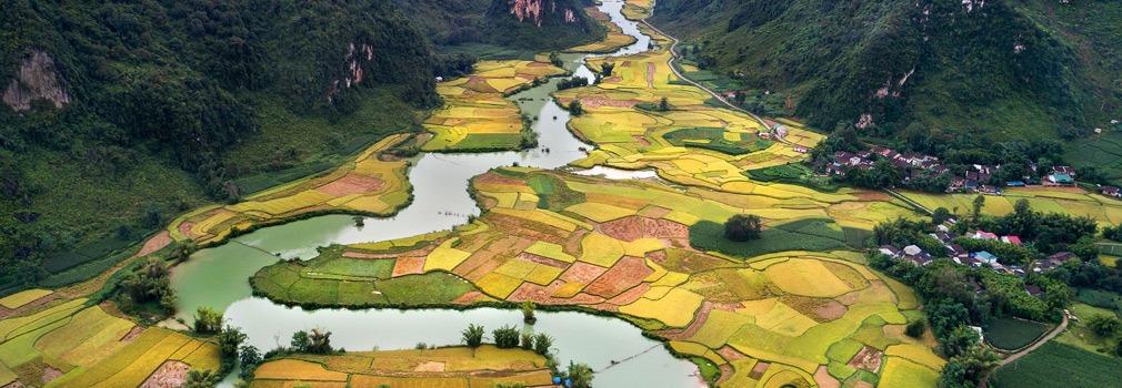 Fiume serpeggiante in Vietnam