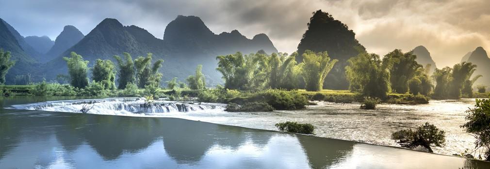 I paesaggi meravigliosi del Vietnam: uno spettacolo ben noto sono le tipiche formazioni montuose